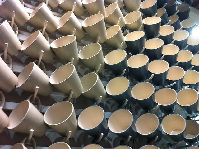 陶器と磁器の違いの参考になるマグカップの画像